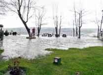 Sapanca Gölü taştı, evleri su bastı