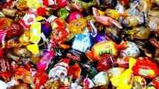 Bayrama sayılı günler kala şeker ve çikolatalar tezgahlardaki yerini aldı.