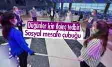 Düğünlerde Sosyal Mesafe Çubuğuyla Halay Önerisi!