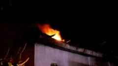 Komşu Mahallede Yangın Ev Kullanılmaz Hale Geldi.
