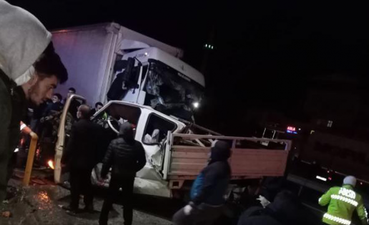 Geyve Karaçam'da Feci kaza: 3 yaralı