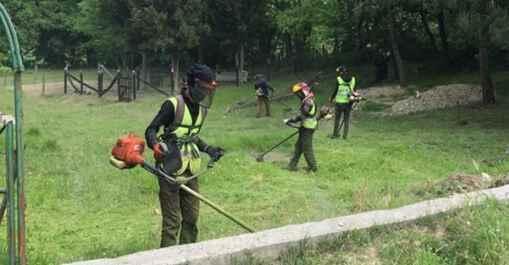 Büyükşehir ekipleri mezarlıkları bayrama hazırlıyor.