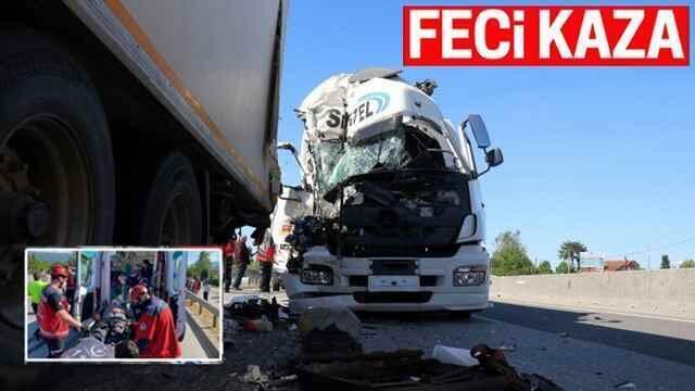 Arifiye'de korkunç kaza: Sürücüyü itfaiye çıkardı