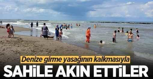 Karasu'da yasak kalktı, vatandaşlar denize koştu