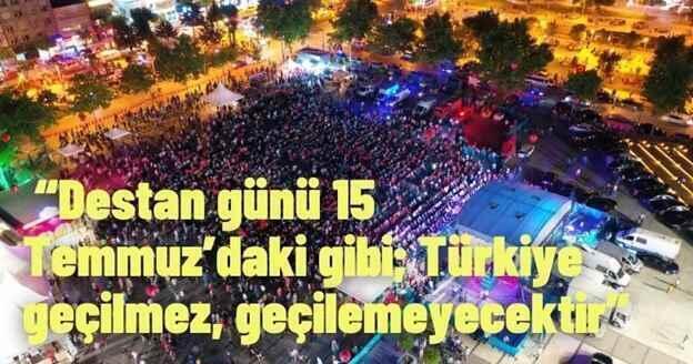 Sakarya halkı Demokrasi Meydanı'nda 15 Temmuz'u andı.
